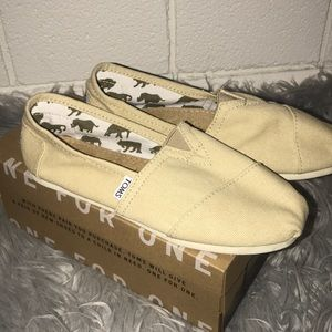 NWOT Cream colored TOMS!
